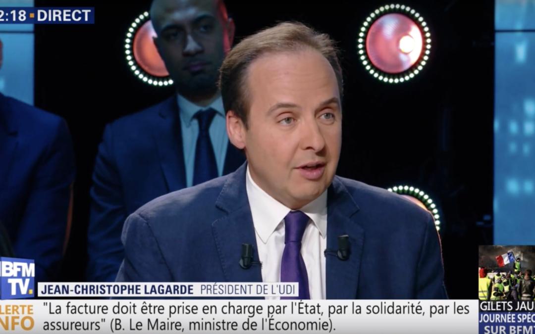 Emmanuel Macron a deux choses à faire : annoncer des mesures de justice fiscale et sociale, et amorcer un changement dans les institutions.